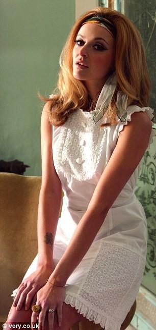 Mode : la robe broderies anglaises de Fearne Cotton pour Very !