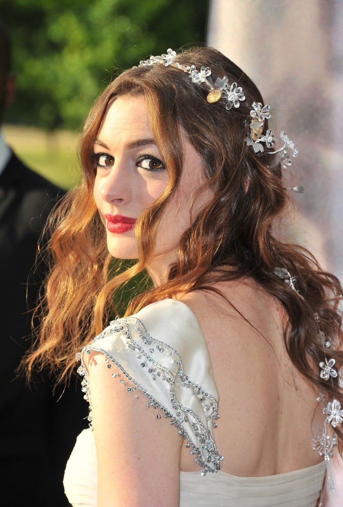 Anne Hathaway, féérique au White Fairy Tale Love Ball en Juillet 2011 !