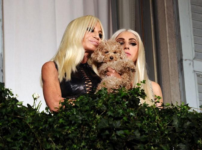 Lady Gaga, très proche de Donatella Versace, la créatrice de la maison du même nom !