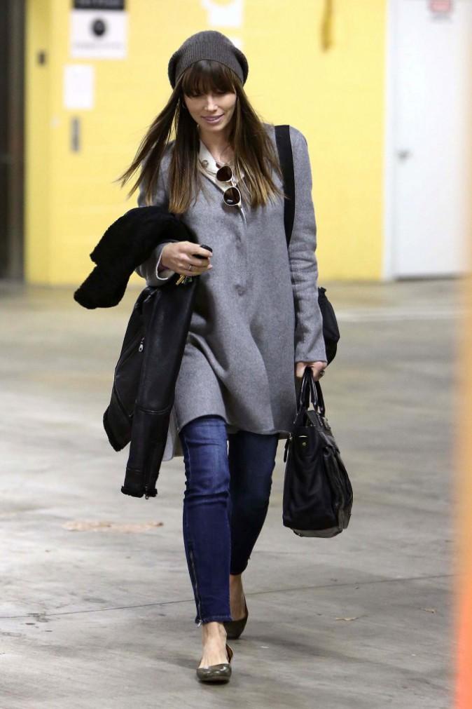 Le bonnet du 12/01/2013 porté par Jessica Biel : chic ou swag ?