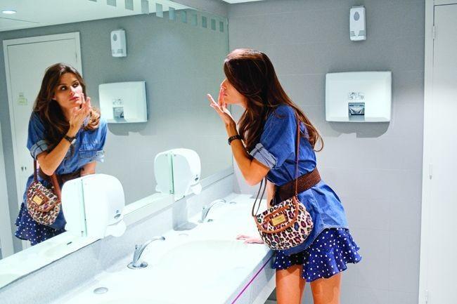 Mode : le look denim d'Isabeli Fontana pour la campagne printemps-été 2011 Mango