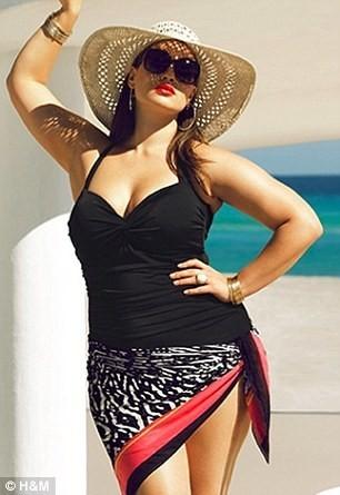 Mode : Tara Lynn rétro avec son maillot de bain H&M et sa capeline !