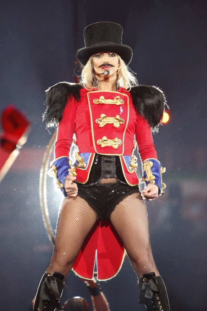 Britney Spears, la dompteuse à moustache