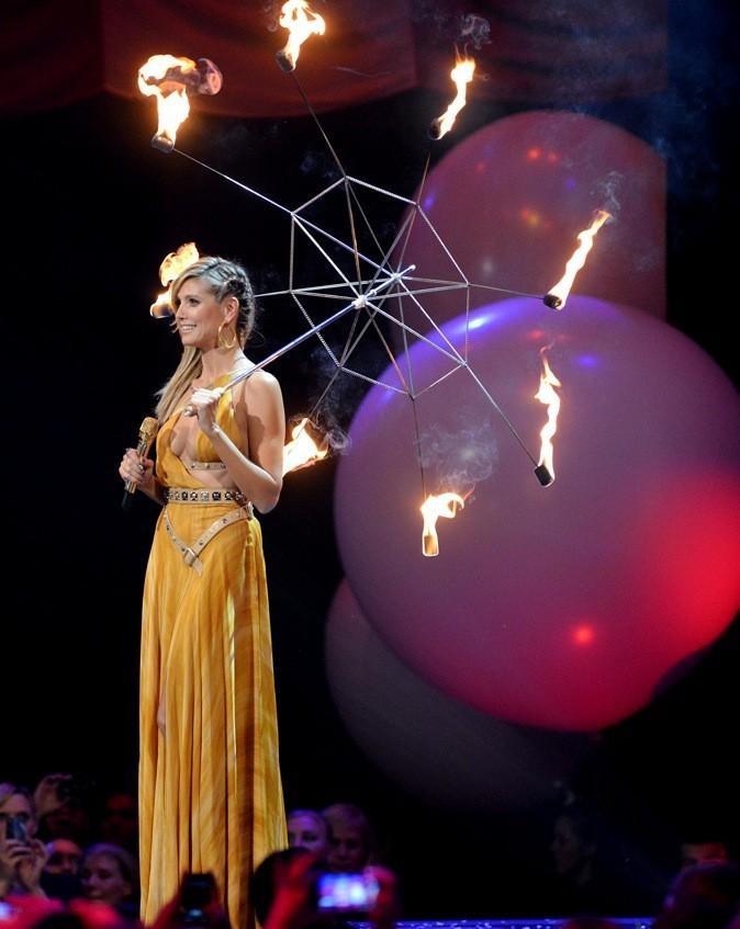 Heidi Klum, la foudre aurait-elle brulé son parapluie ?