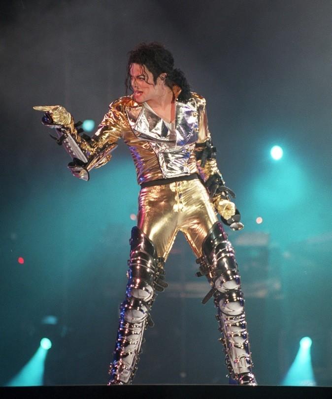 Michael Jackson avec sa couverture de survie qui ne va qu'à lui, il fait monter la température