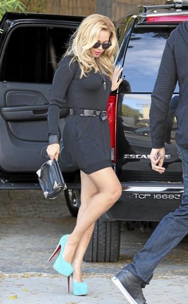 Beyoncé et ses plateformes shoes turquoises Louboutin