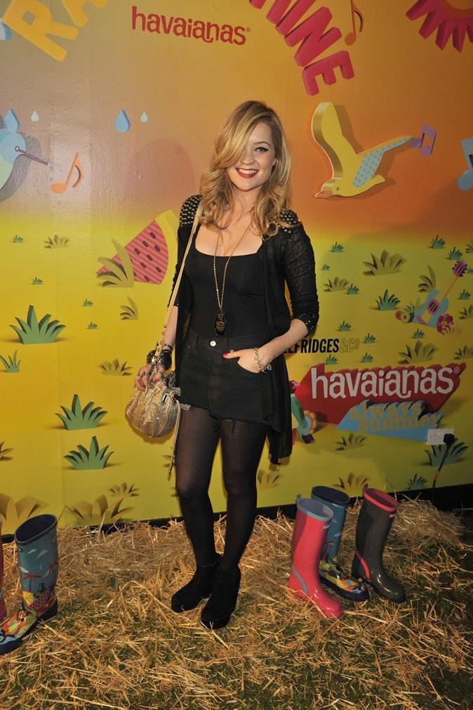 Mode : Les rain boots Havaianas ont séduit Laura Whitmore !