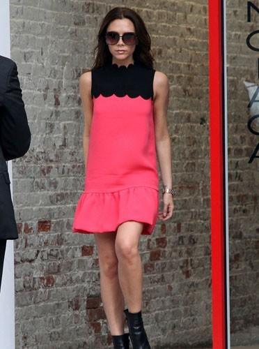 Victoria Beckham dans une robe de sa propre création !