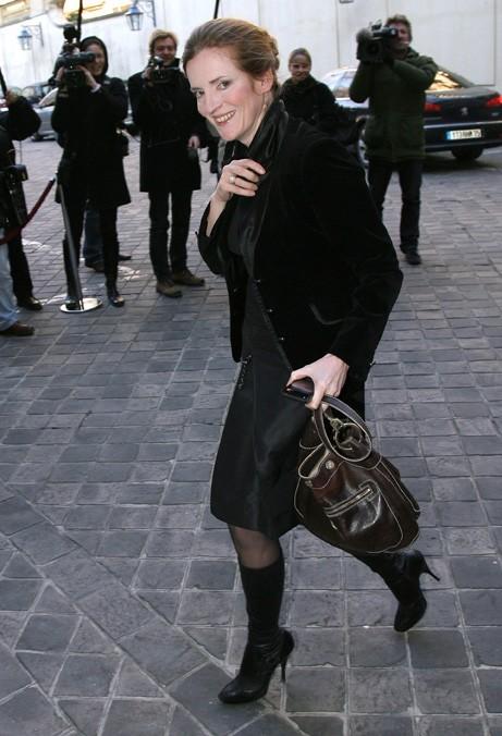 Vous aviez remarqué qu'aucune n'est adepte du porté sur l'épaule ? Même pas Nathalie Kosciusko-Morizet...