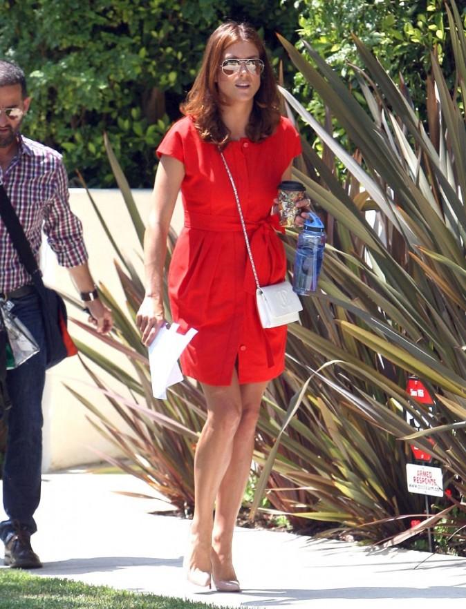Kate Walsh charmante dans cette petite robe rouge !