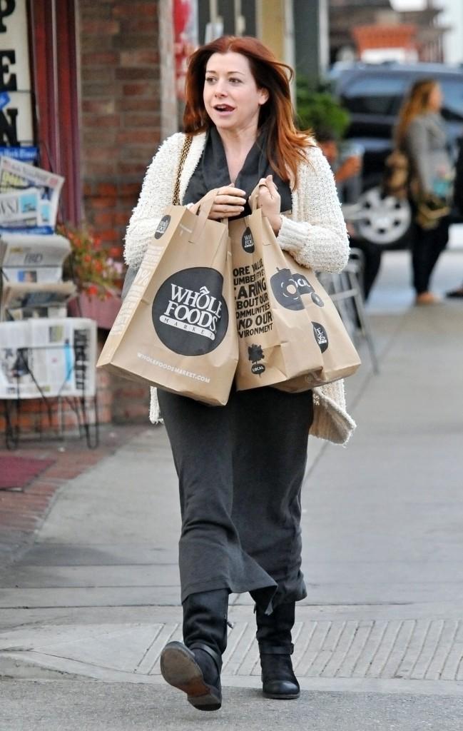 Quand Alyson Hannigan fait ses courses, elle adopte un look tue-l'amour !