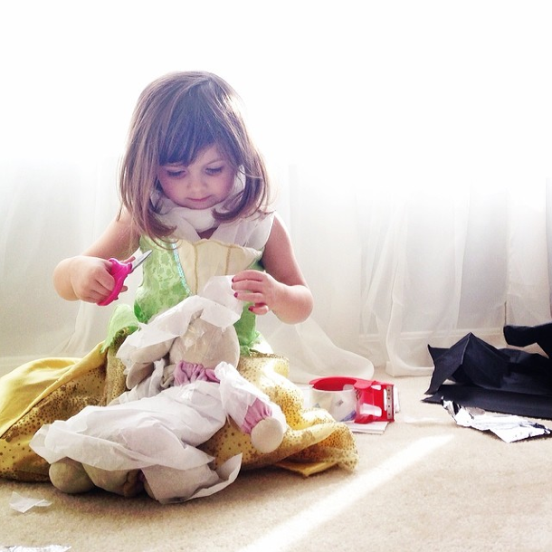 Mayhem crée des robes à seulement 4 ans !