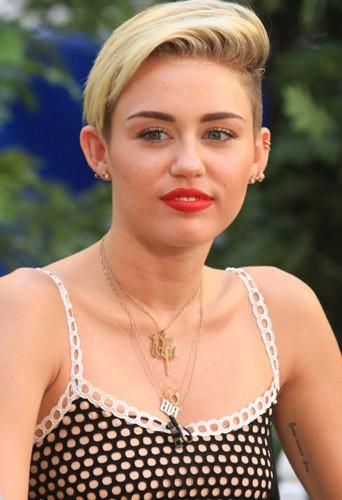 Miley Cyrus, toujours dénudée !