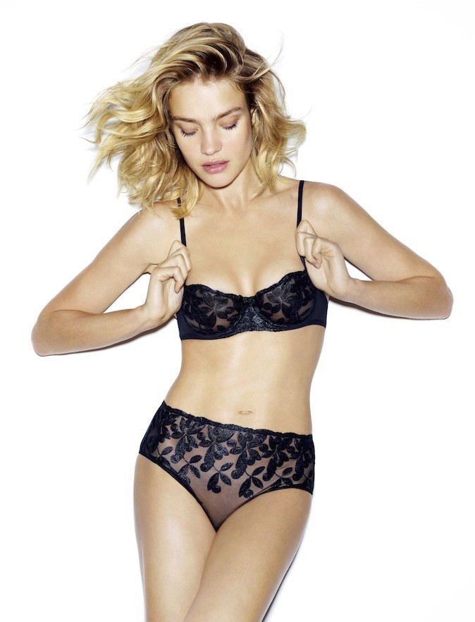 Natalia Vodianova pour la collection de lingerie printemps/été 2013 d'Etam