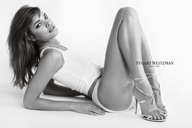 Natalia Vodianova pour la collection printemps-été 2012 de Stuart Weitzman