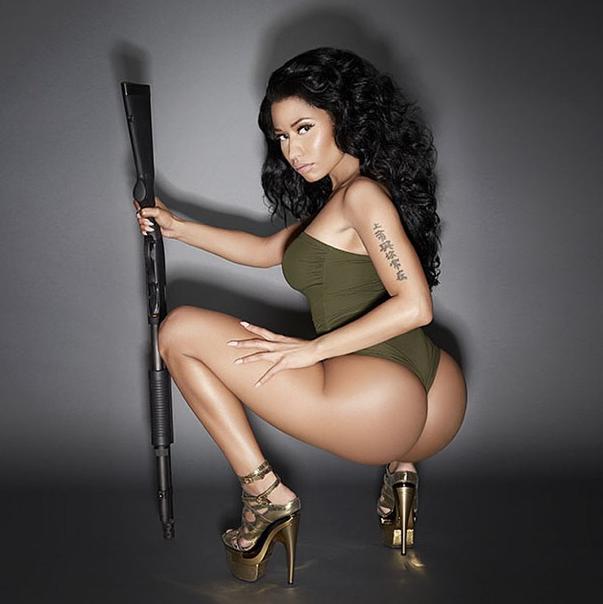 Mode : Nicki Minaj : elle vous offre son booty laiteux pour son calendrier 2015 !