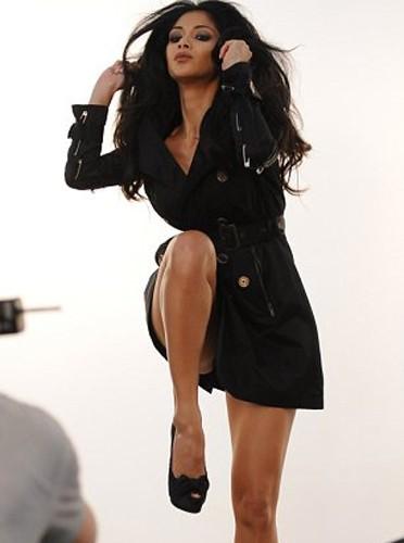 Nicole Scherzinger montre ses sublimes jambes