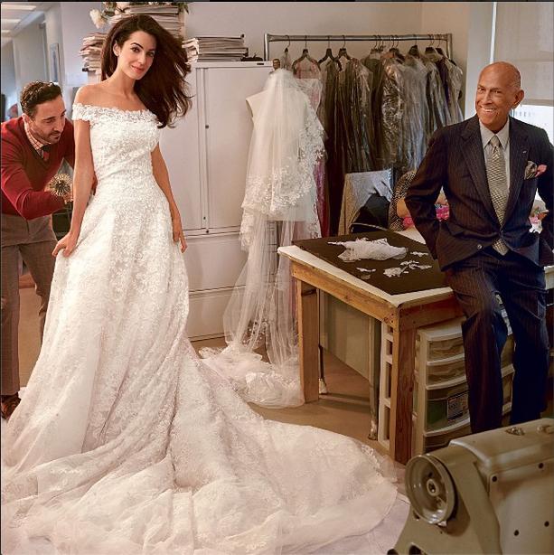 Avec Amal Clooney, dont il a créé la robe de mariée