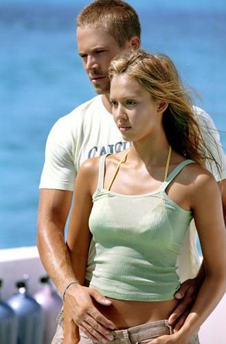 Jessica Alba et Paul Walker : prêts à conquérir le monde sur le tournage de Bleu d'enfer