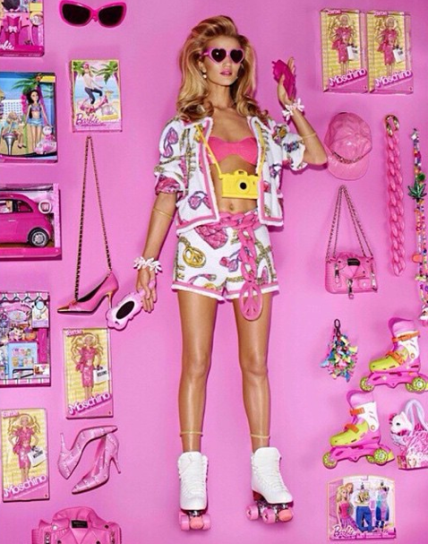 Mode : Photos : Rosie Huntington Whiteley : Un look Barbie girl pour Vogue Japan !
