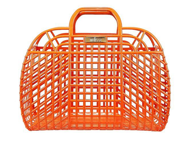 Panier ajouré en plastique, Melissa sur monshowroom.com, 65 €.