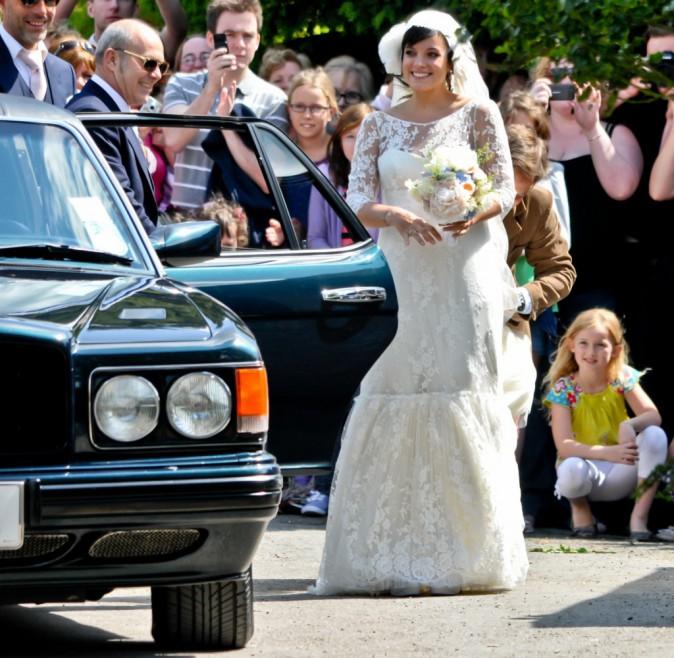 Lily Allen et sa robe de mariée signée Chanel ...