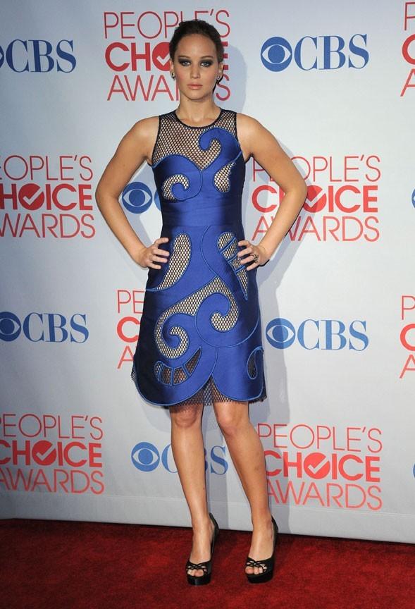 Dans une robe bleu électrique Viktor & Rolf pour les People's Choice Awards de janvier