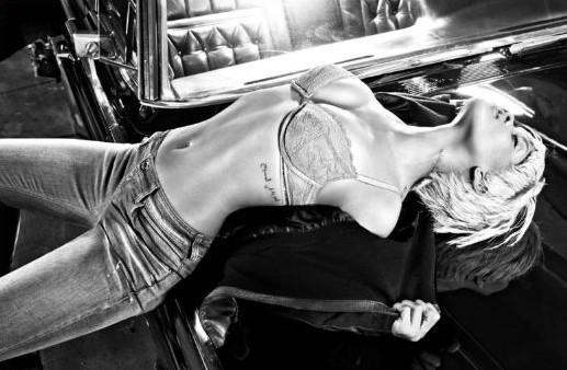 La lingerie Armani met en valeur le corps de rêve de Rihanna !