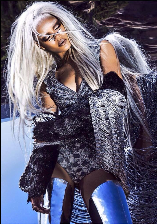 Rihanna pour Tush Magazine