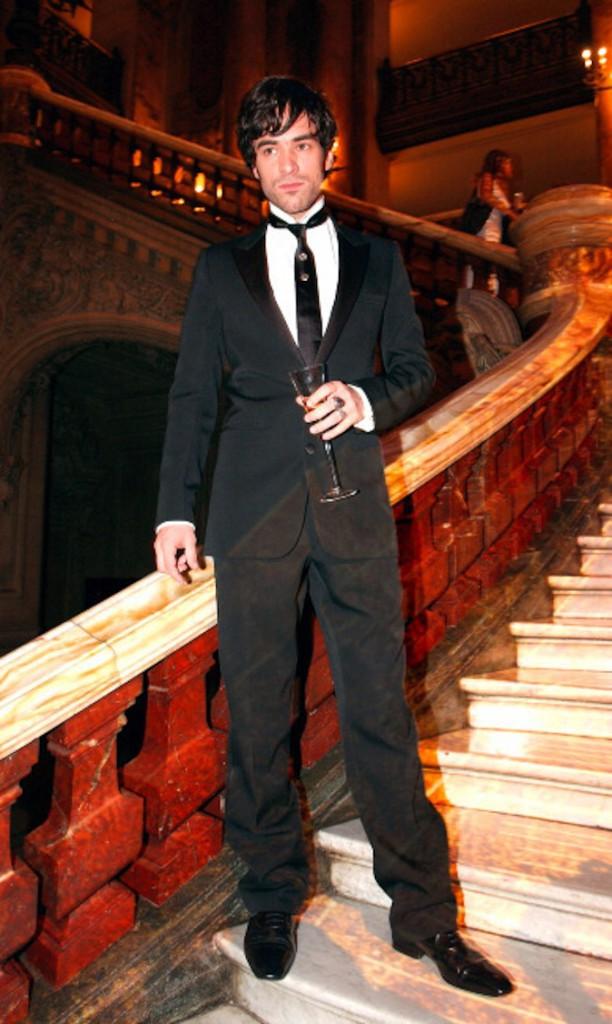 Découvrez le CV fashion de Romain Duris !