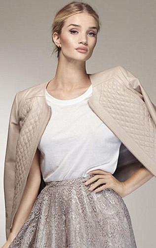 Mode : Rosie Huntington-Whiteley troque ses petites culottes pour les robes Marks & Spencer !
