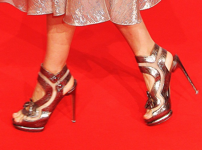 Ces belles chaussures les vendra-t-elle ?