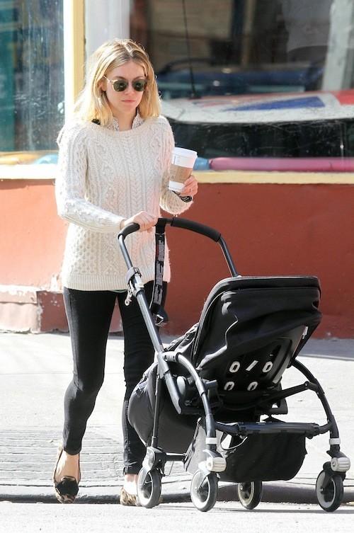 Sienna Miller après sa grossesse : Promenade avec la petite !