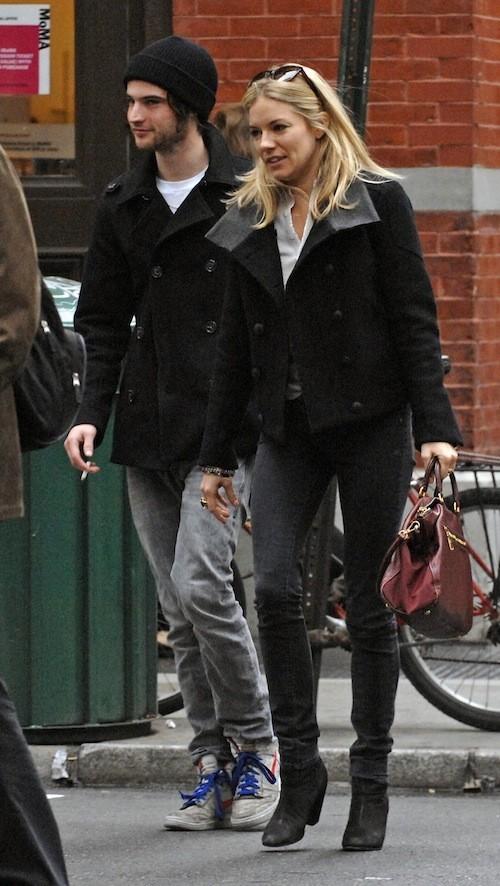 Sienna Miller avant sa grossesse : Rock n'roll attitude !