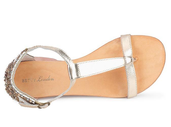 Sandales argentées, Betty London, 49 €.