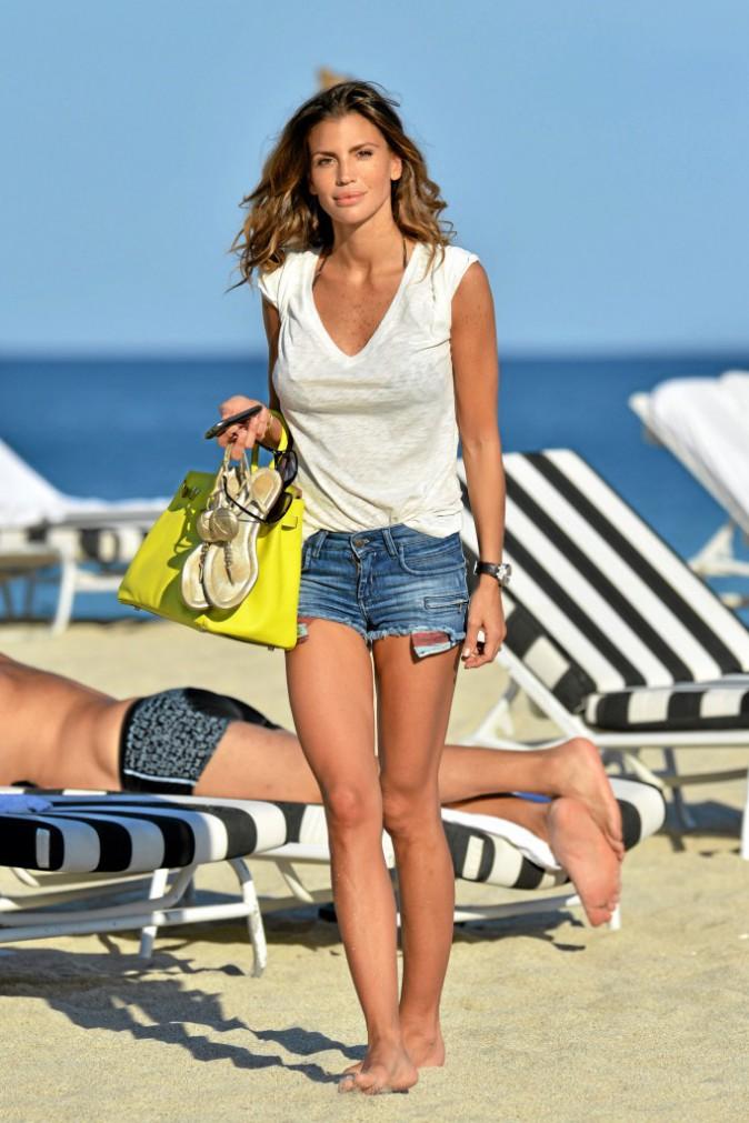 Claudia Galanti et son T-shirt blanc
