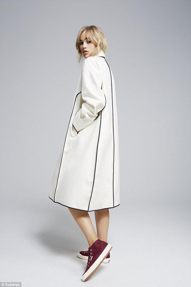Suki Waterhouse pour Superga collection automne-hiver 2014