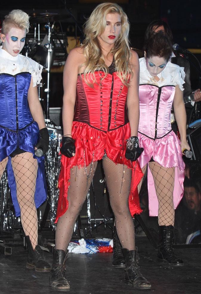 Le corset de Ke$ha sur scène !