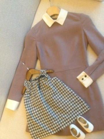 Robe taupe pour Victoria, robe à carreaux pour Harper