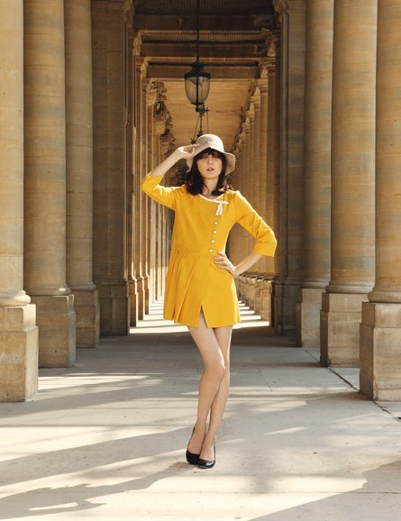 La robe assymétrique jaune de Mademoiselle Tara !
