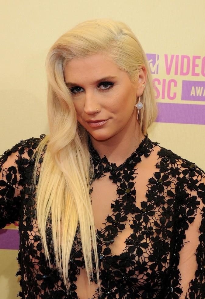 Kesha, blonde platine !
