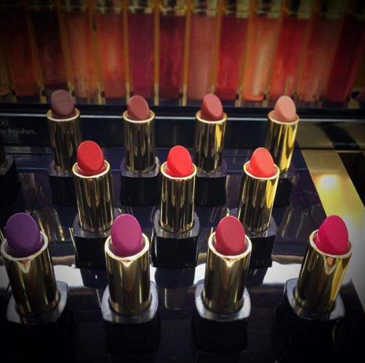 La gamme de rouges à lèvres Pure Color Envy Matte Sculpting Lipstick