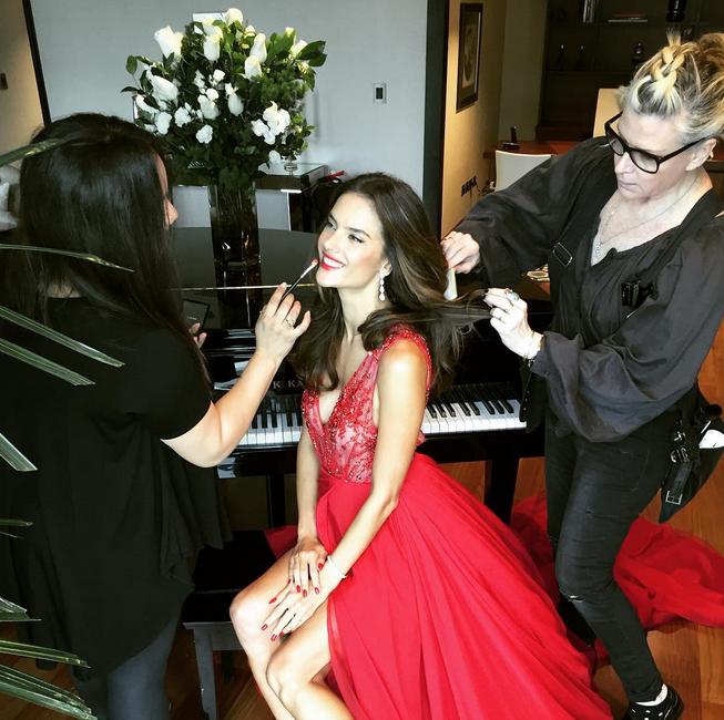 Photos : Alessandra Ambrosio : beauté fatale pour présenter le parfum Esika !