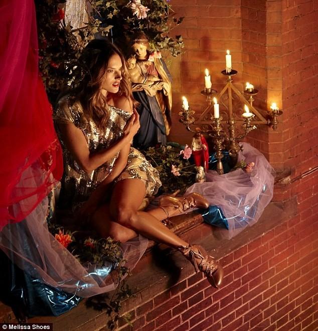 Alessandra Ambrosio pour Melissa Shoes