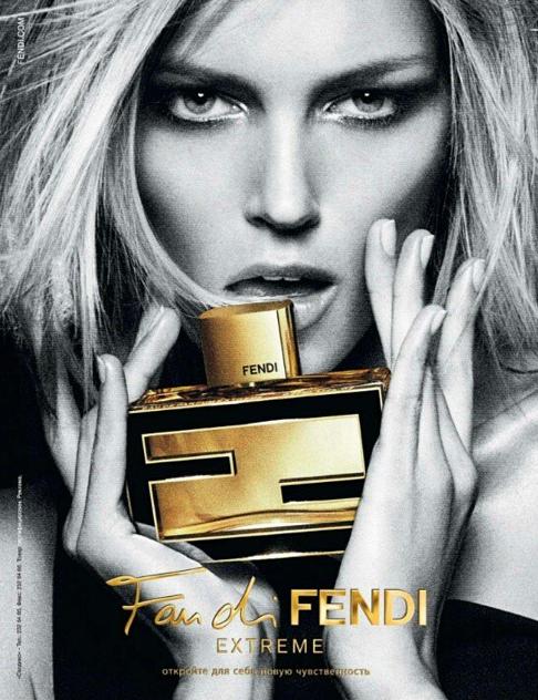"""Anja Rubik pour le dernier parfum Fendi, """"Fan di Fendi"""""""