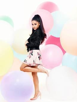 Photos : Ariana Grande : la star signe une collaboration avec Lipsy London