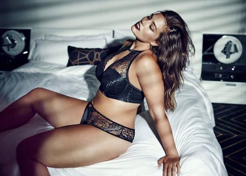 Photos : Ashley Graham torride pour une nouvelle campagne lingerie !