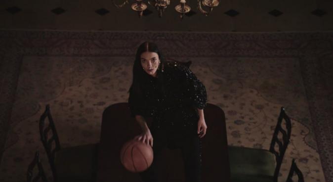 Le mannequin italien Mariacarla Boscono pour Givenchy