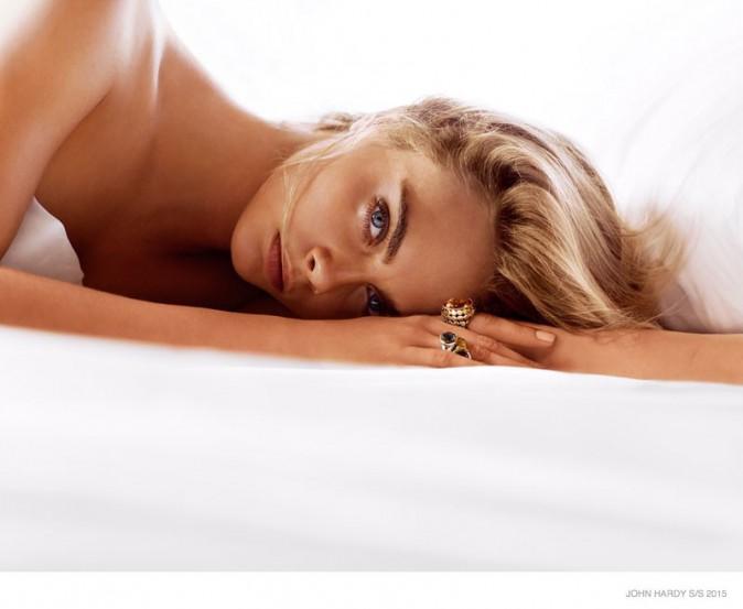 Photos : Cara Delevingne : nue et au lit pour John Hardy !