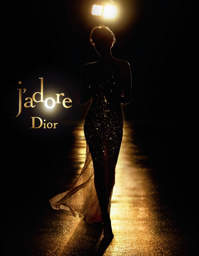 Photos : Charlize Theron : glamour et pétillante pour sa nouvelle campagne Dior !